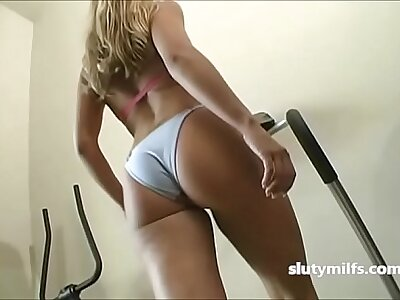 Hot Milf Ass Wiggling Rat race Workout