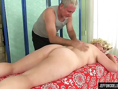 chubby girl Miranda Kelly massage with oil with an increment of toys